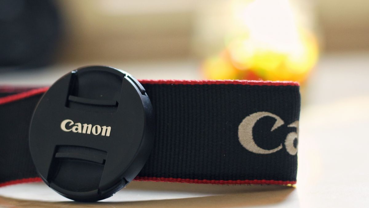 Canon patents a lens cap you can't possibly lose